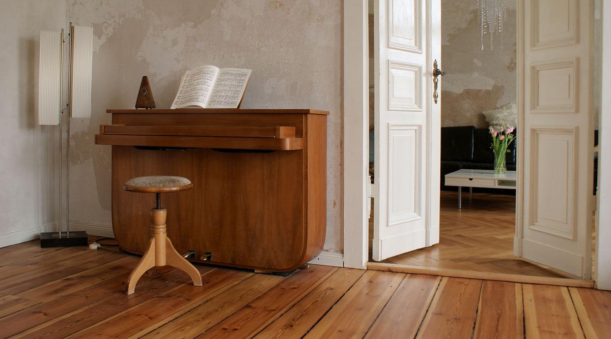 1 Wohnzimmer Einrichtungstil Shabby Chic Altbau Holzdielen Berlin